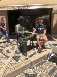 Lisboa-Roko with Fernando Pessoa outside Café A Brasileira